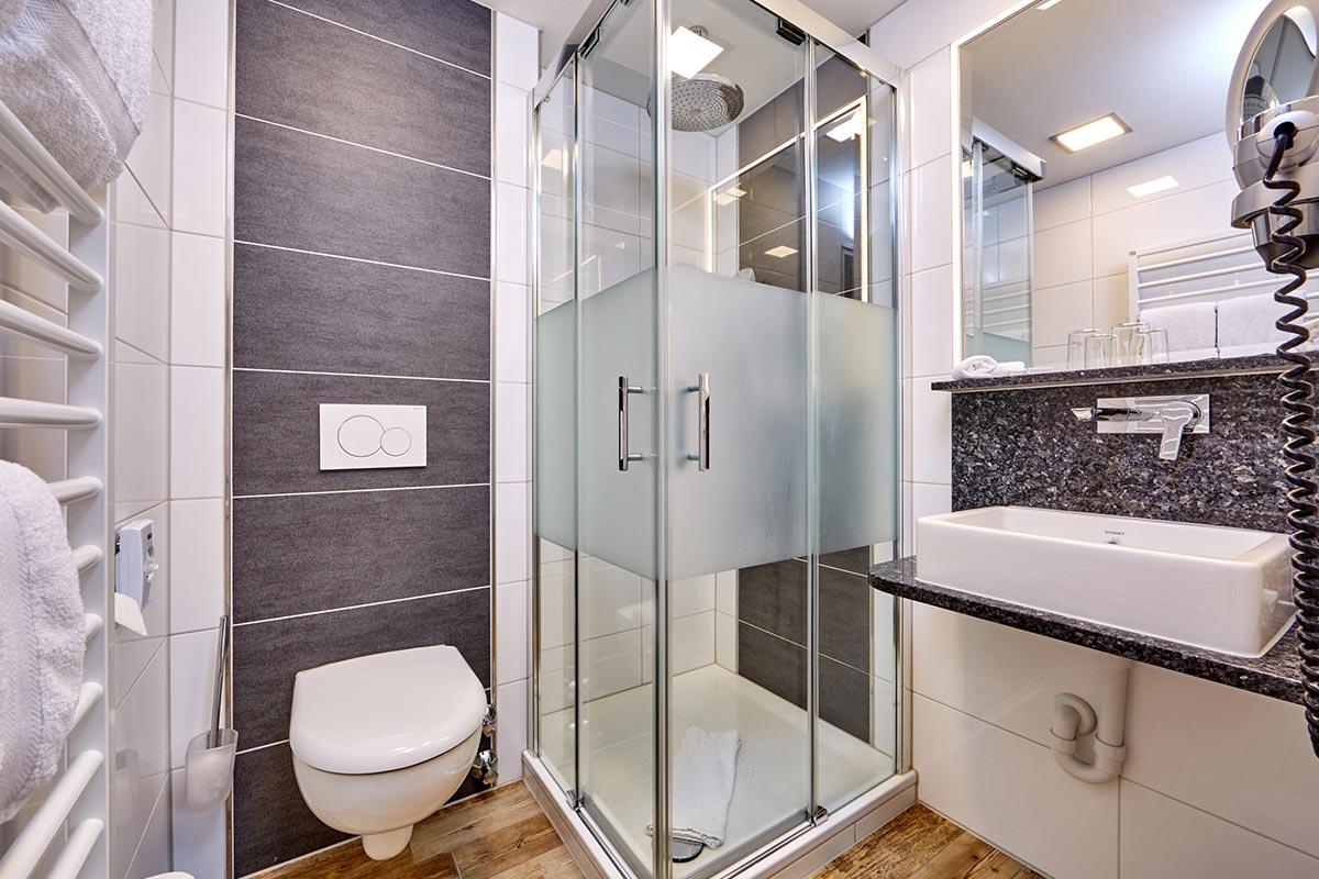 komfort-zweibettzimmer-badezimmer - Hotel Franziska in ...